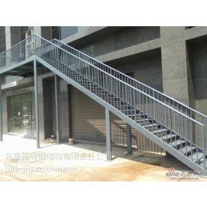 供应北京专业做钢架楼梯钢结构阁楼平台搭建隔层夹层88682836价格
